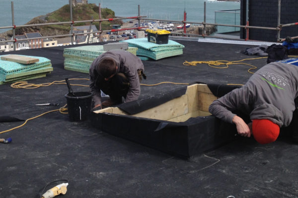 Installing the waterproofing for a green roof by organic roofs