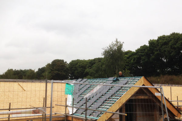 showing the roof being built on tingrith lakes green roof